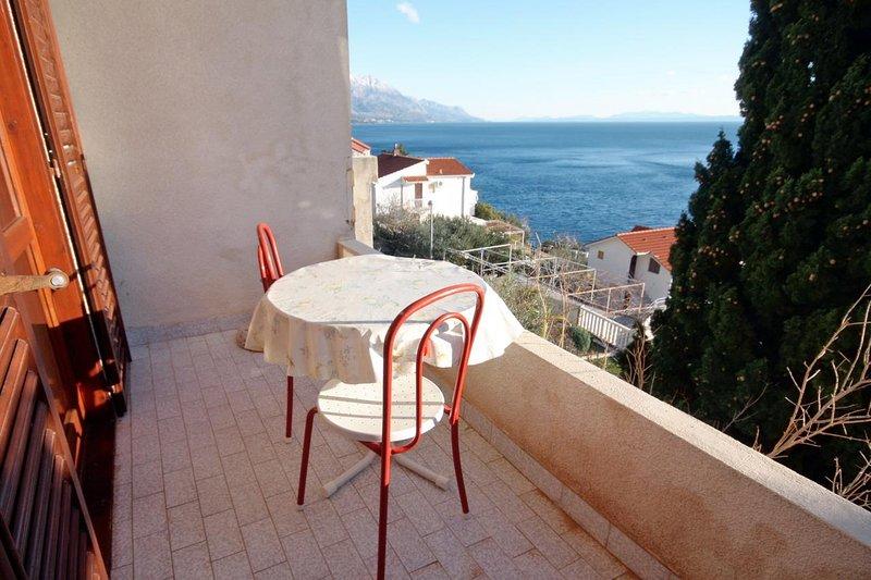 Fistanici Apartment Sleeps 3 with Air Con - 5465194, location de vacances à Slime