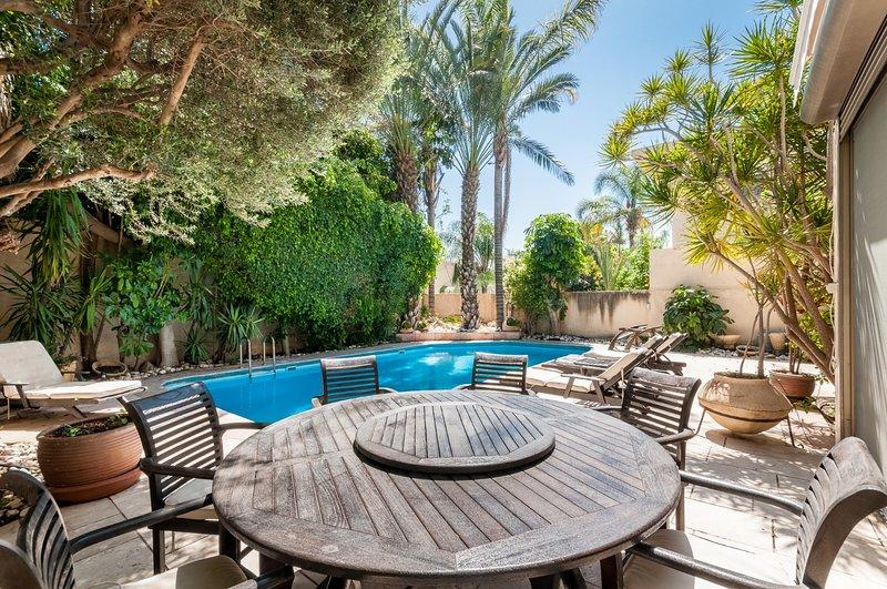 Villa Jasmin | 6BR | Herzliya Pituach | Ramat Yam St | #H3, location de vacances à Hod Hasharon