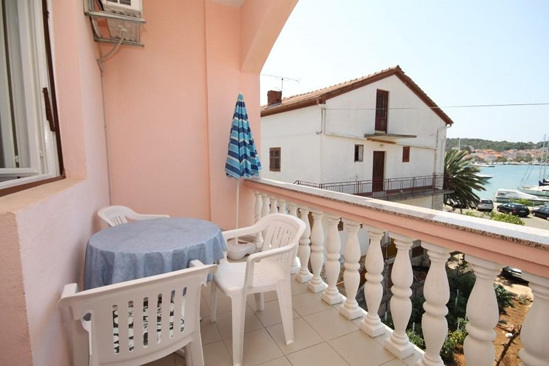 Kukljica Apartment Sleeps 7 with Air Con - 5468226, vacation rental in Kukljica
