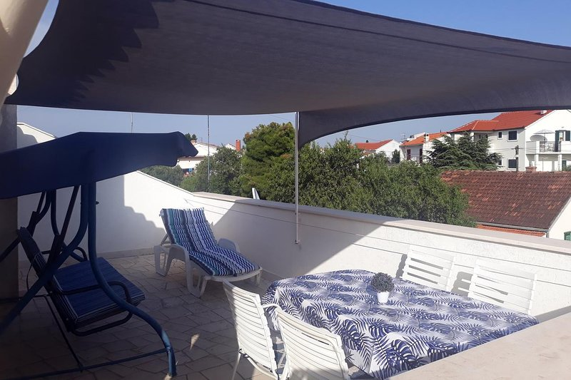 Supetar Apartment Sleeps 4 with Air Con - 5464662, holiday rental in Sumpetar