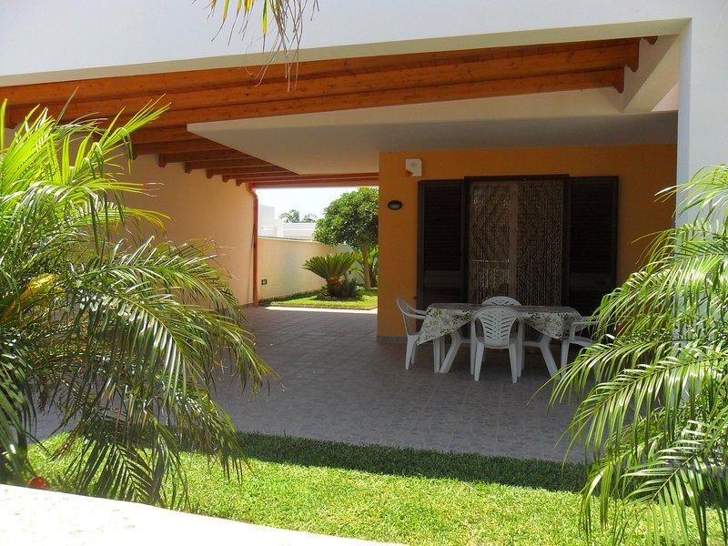 Villa MARE del SALENTO a 50 metri dalla SPIAGGIA, holiday rental in San Cataldo
