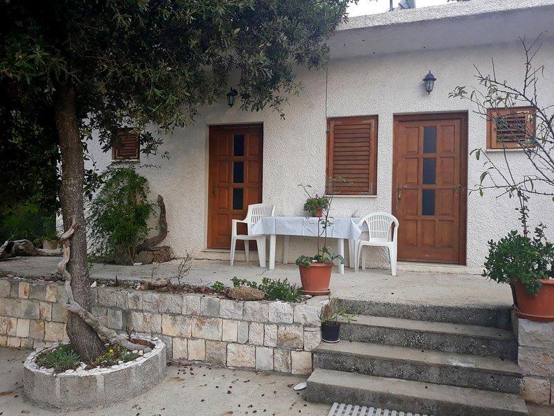 Maranovici Apartment Sleeps 4 with Air Con - 5477861, holiday rental in Saplunara