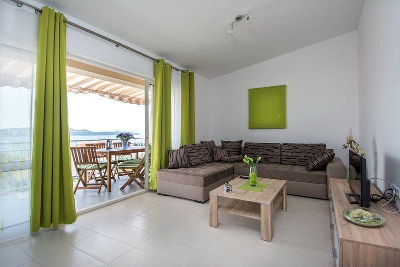 Holiday home 182373 - Holiday apartment 208155, aluguéis de temporada em Gornji Seget