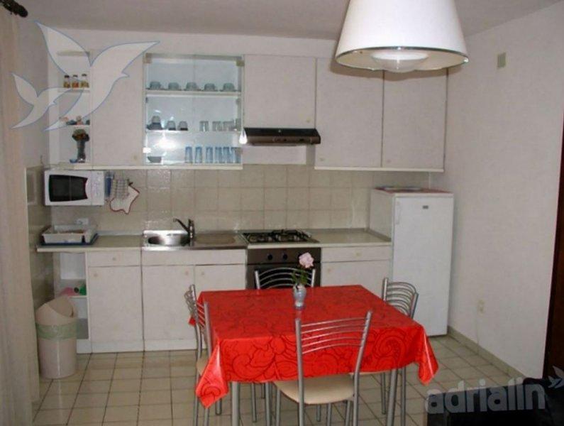 Holiday home 154565 - Holiday apartment 146212, location de vacances à Radici