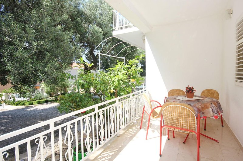 Orebic Apartment Sleeps 3 with Air Con - 5469980, holiday rental in Donja Vrucica