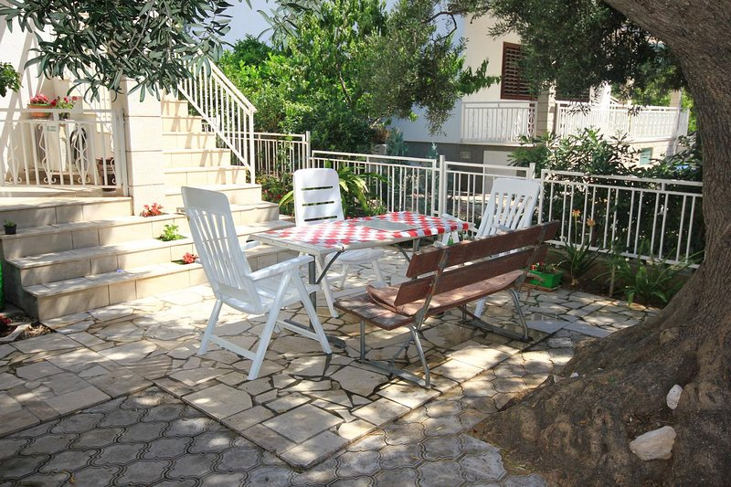 Orebic Apartment Sleeps 4 with Air Con - 5469972, holiday rental in Donja Vrucica