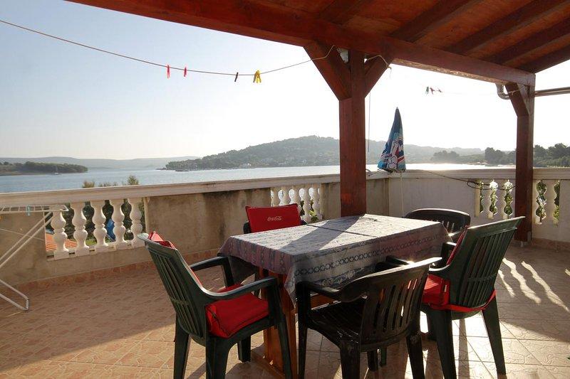 Cimera Apartment Sleeps 4 with Air Con - 5459216, casa vacanza a Mrljane