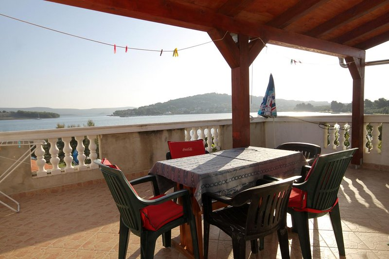 Cimera Apartment Sleeps 4 with Air Con - 5459216, location de vacances à Mrljane