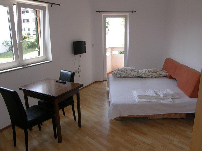 Holiday home 147395 - Studio apartment 132850, vacation rental in Batomalj