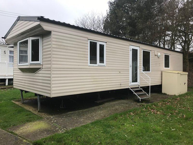 2 Bedroom Caravan, Shanklin, Isle of Wight, Sleeps 4-6, Ferienwohnung in Godshill