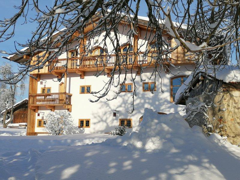 Ferienwohnung Heuboden mit 2 Bädern, holiday rental in Bad Endorf