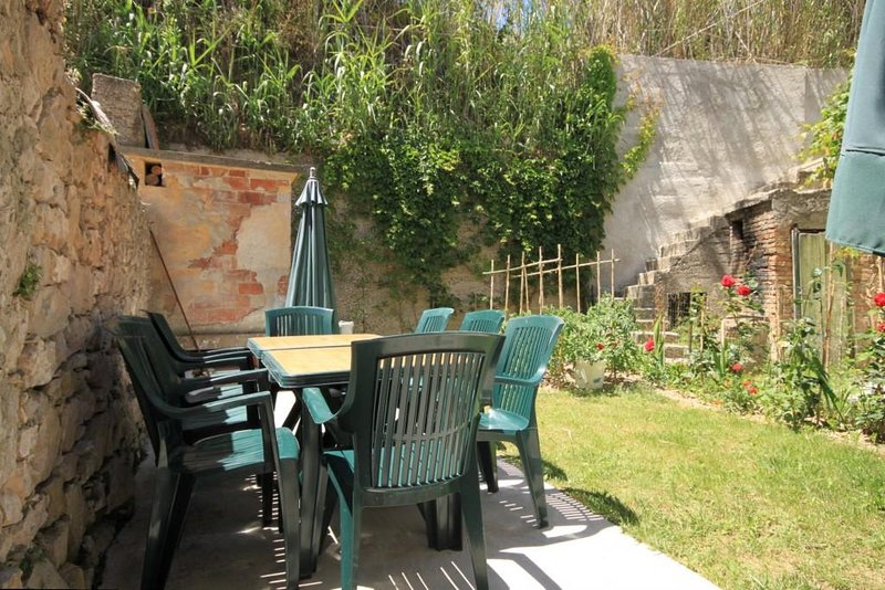 Susak Apartment Sleeps 3 with Air Con - 5467846, vakantiewoning in Susak