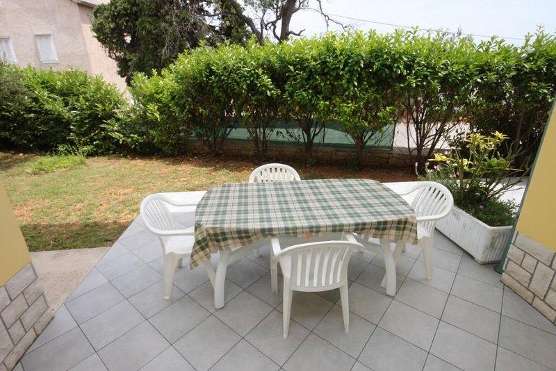 Nerezine Apartment Sleeps 4 with Air Con - 5462062, alquiler de vacaciones en Nerezine
