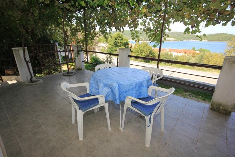 Kut Apartment Sleeps 4 with Air Con - 5468414, holiday rental in Vis