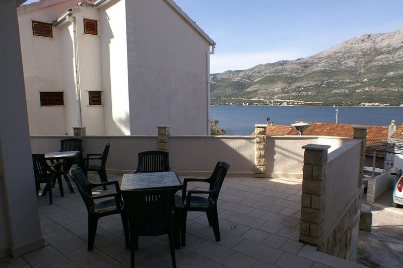 Korcula Apartment Sleeps 4 with Air Con - 5462776, holiday rental in Medvinjak