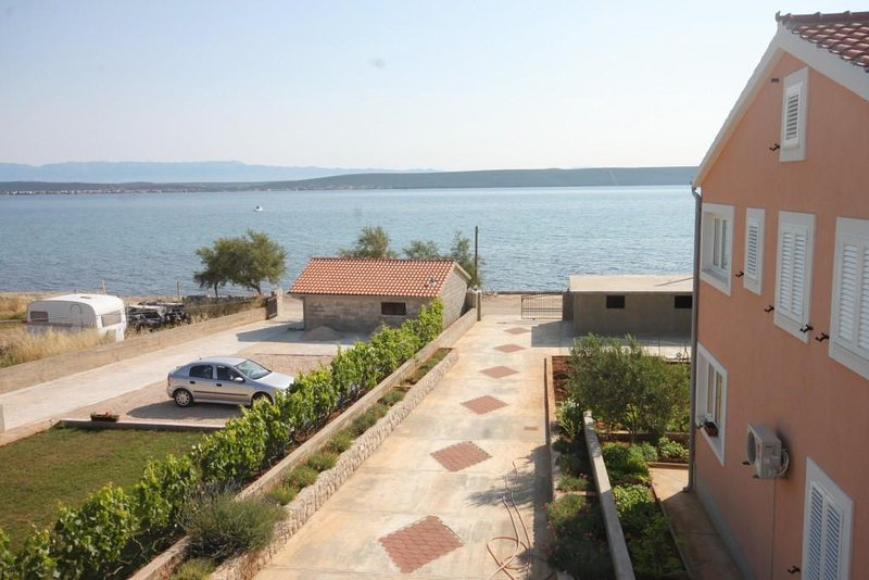 Zdrelac Apartment Sleeps 4 with Air Con - 5468104, holiday rental in Banj