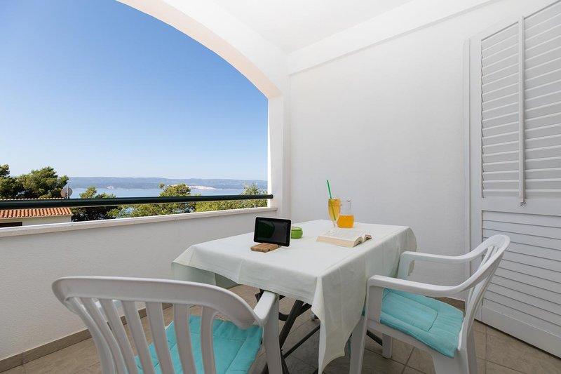 Kutlesa Apartment Sleeps 2 with Air Con - 5460074, vacation rental in Medici