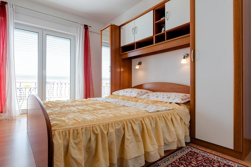 Kutlesa Apartment Sleeps 2 with Pool and Air Con - 5766776, vacation rental in Medici