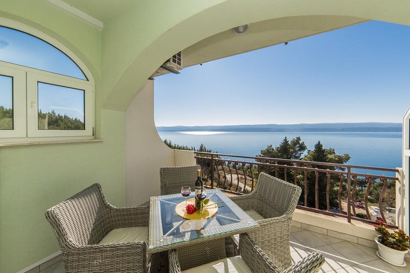 Kutlesa Apartment Sleeps 4 with Pool and Air Con - 5766774, vacation rental in Medici