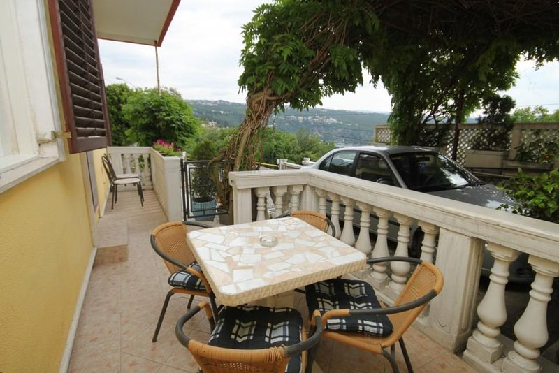 Matulji Apartment Sleeps 4 with Air Con - 5467702, holiday rental in Pobri