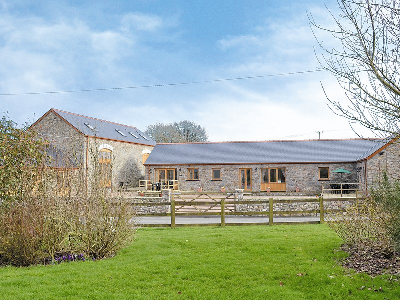 The Dairy - OP3, holiday rental in Abergwili