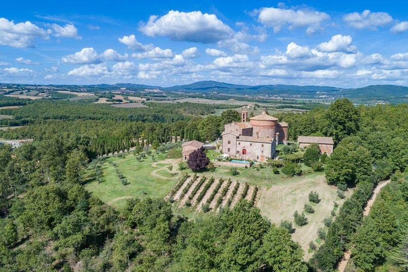 Ticchiano Villa Sleeps 12 with Pool - 5711257, vacation rental in Ciciano