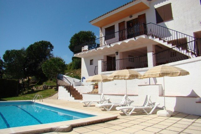 Calonge Villa Sleeps 8 with Pool and Free WiFi - 5509040, vacation rental in Calonge