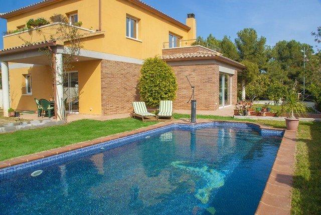 Cubelles Villa Sleeps 8 with Pool - 5509469, alquiler vacacional en Cunit