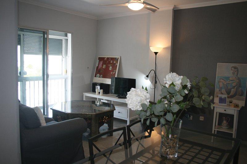 Magnífico apartamento 6 pax Jerez ( wifi/parking ), holiday rental in Torre Melgarejo