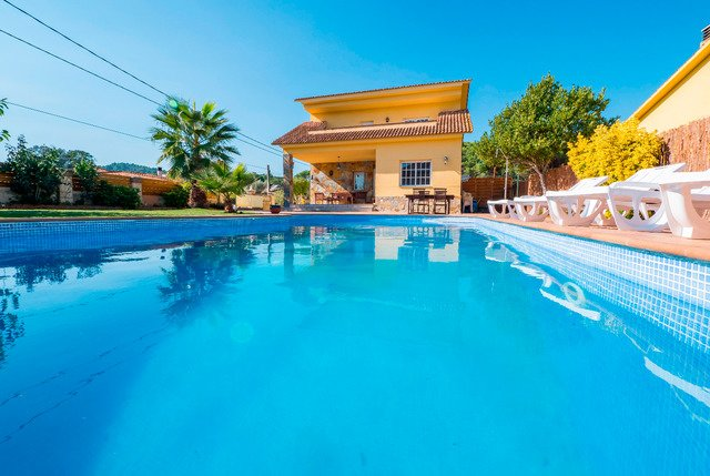 Sant Ponc Villa Sleeps 14 with Pool Air Con and Free WiFi - 5509290, holiday rental in Fogars de la Selva