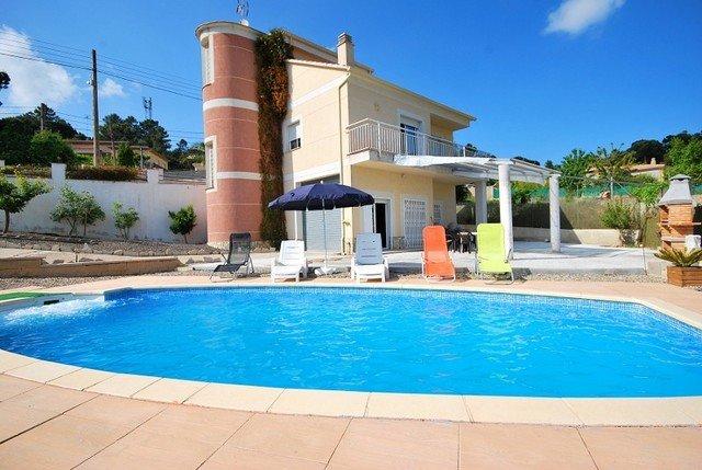 Santa Ceclina Villa Sleeps 8 with Pool and Free WiFi - 5509177, holiday rental in Cartella