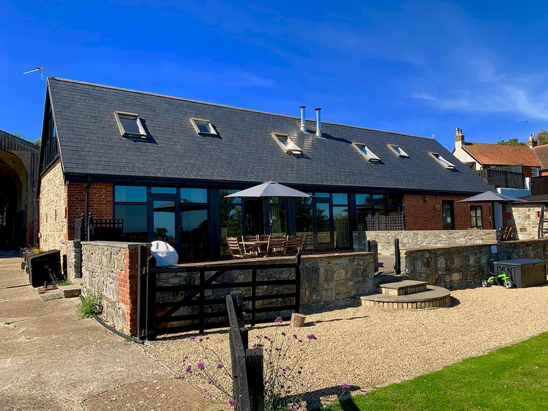 Tithe is a Stunning Barn Conversion close to Ryde, Sleeps 6., vacation rental in Ryde