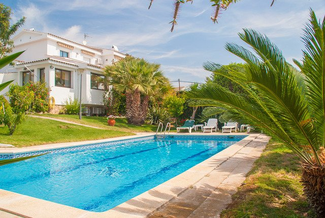Sant Vicenc de Calders Villa Sleeps 8 with Pool Air Con and Free WiFi - 5509045, vacation rental in Coma Ruga