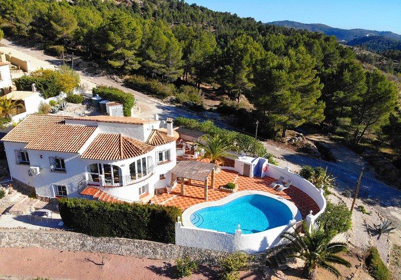 Villa with Private Pool and Stunning Views Xalo (Jalon) Costa Blanca, location de vacances à Llosa de Camacho