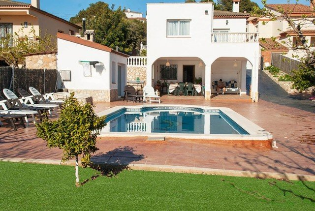 Calafell Villa Sleeps 10 with Pool and Free WiFi - 5509151, vacation rental in L'Arboc