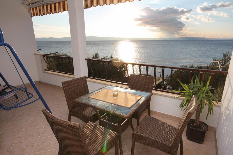 Tucepi Apartment Sleeps 3 with Air Con - 5461050, holiday rental in Tucepi