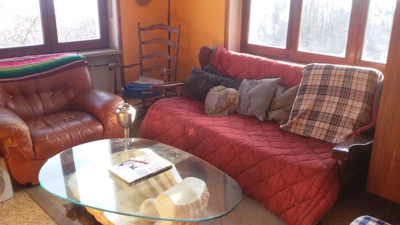 Beautiful apartment with balcony, location de vacances à Borgofranco d'Ivrea
