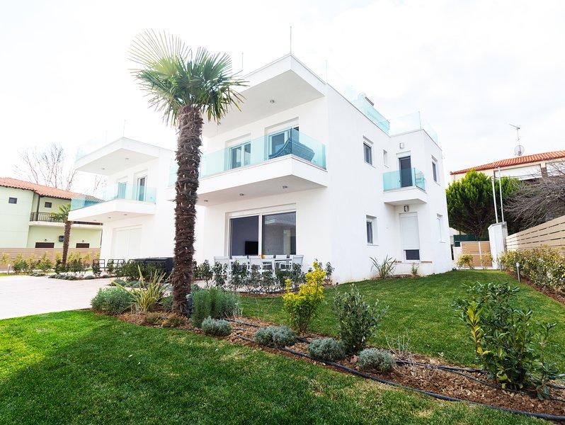 Beachfront Luxury Villa, vacation rental in Ormos Panagias