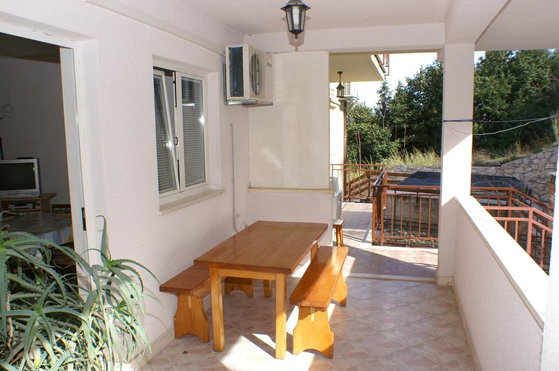 Korcula Apartment Sleeps 4 with Air Con - 5462771, holiday rental in Medvinjak