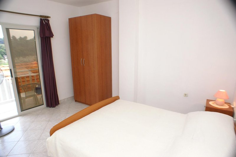 Brnistrova Apartment Sleeps 6 with Air Con - 5462953, holiday rental in Prizba