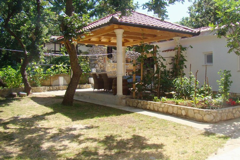 Potocnica Apartment Sleeps 6 with Air Con - 5465749, vacation rental in Potocnica