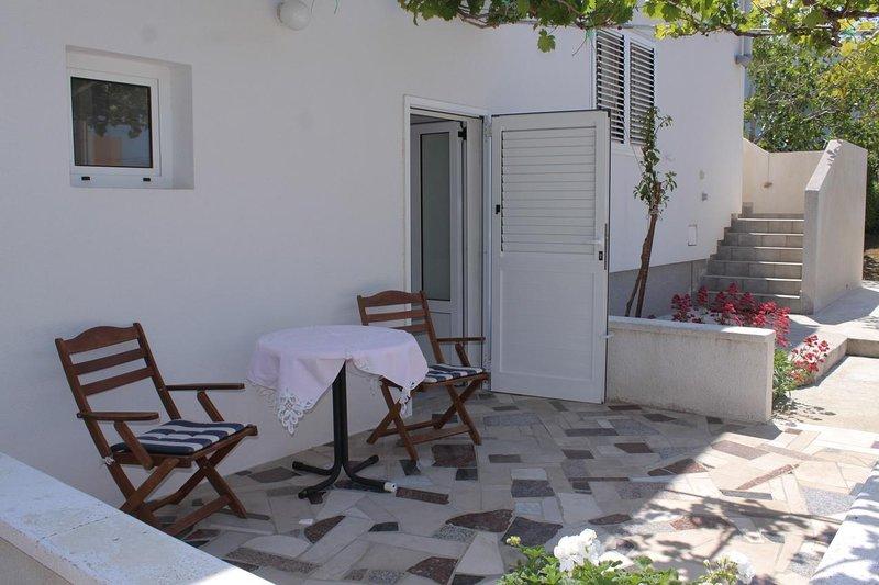 Razanac Apartment Sleeps 2 - 5465497, holiday rental in Razanac