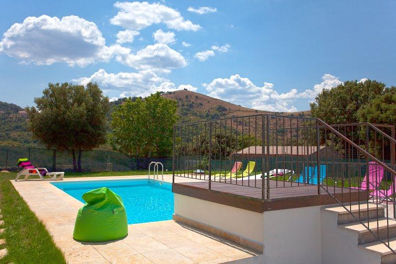 Beautiful villa with swimming-pool, location de vacances à Castello-di-Rostino