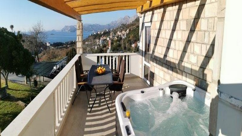 Apartments Mi&Ni - One Bedroom Apartment with Jacuzzi and Sea View, holiday rental in Zvekovica