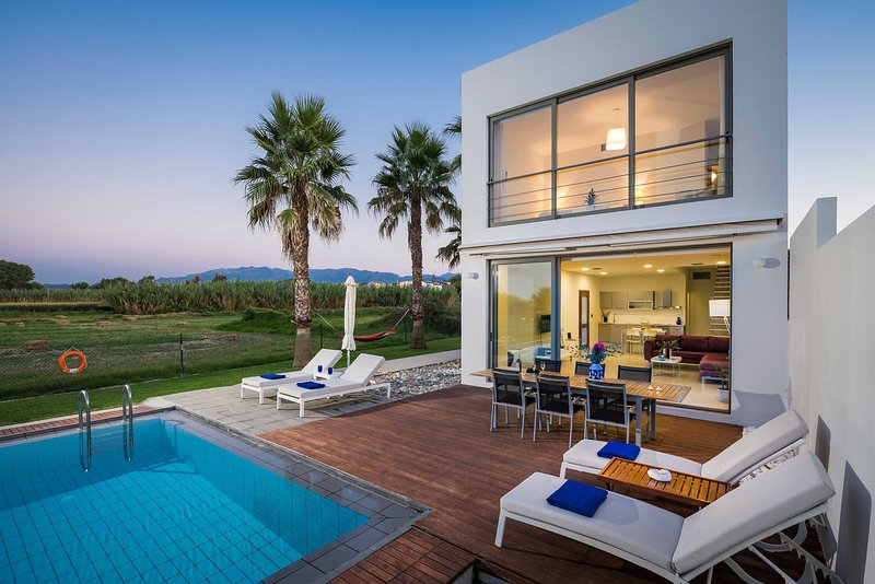 Blue Sea villa | Luxury, seaview, next to the beach, location de vacances à Maleme