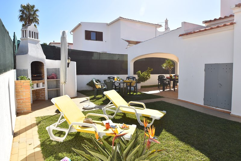 Villa Luisa 900 metres from the Beach, casa vacanza a Gale