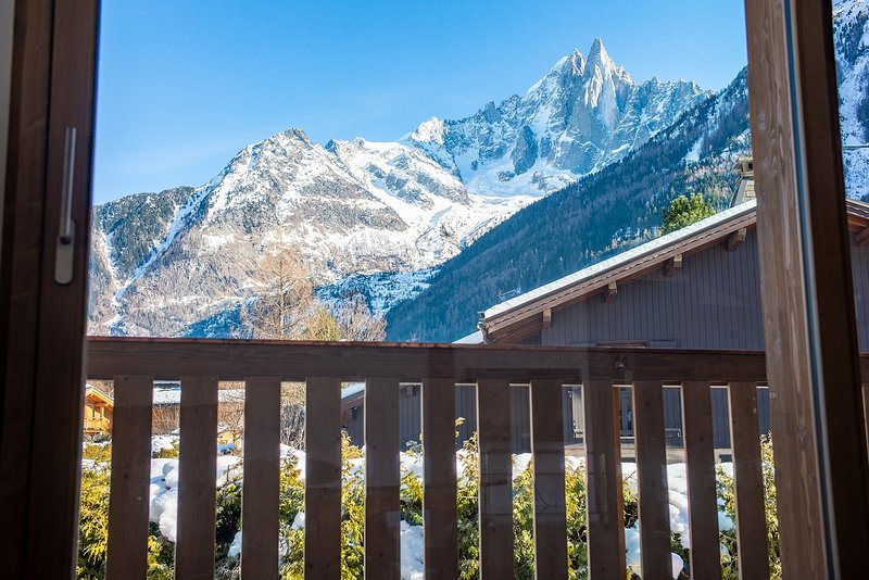 Brand New Chalet In Chamonix Les Praz For 6 People, holiday rental in Les Praz-de-Chamonix