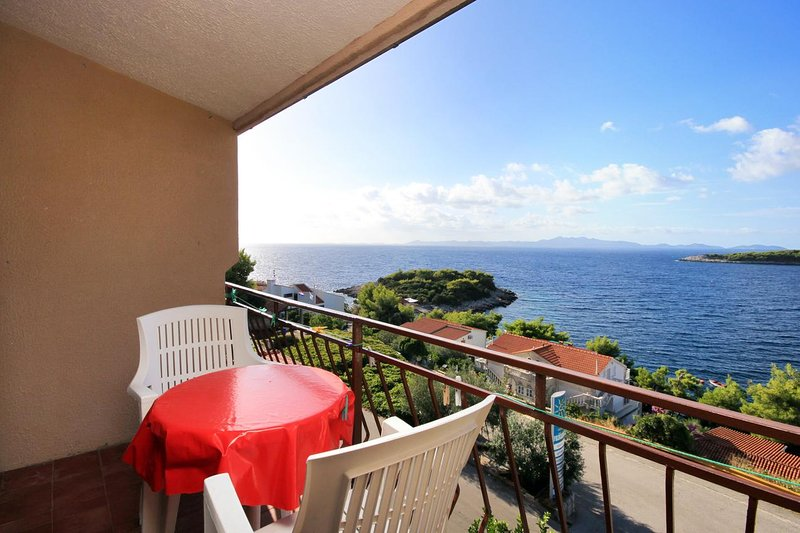 Prizba Apartment Sleeps 3 with Air Con - 5469300, holiday rental in Prizba