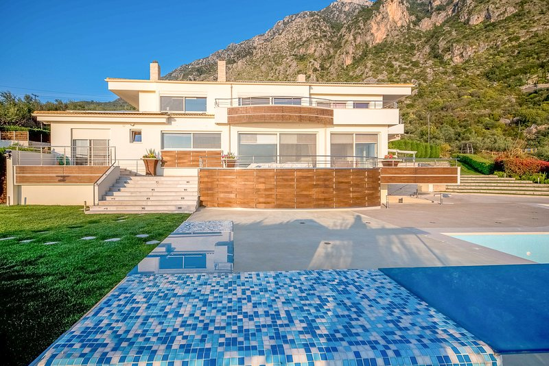Mousga Villa Sleeps 10 with Pool and Air Con - 5829638, holiday rental in Artemisia