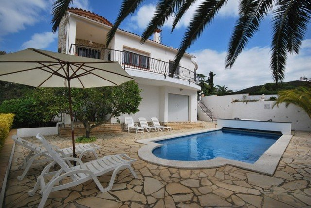 Calonge Villa Sleeps 6 with Pool and Free WiFi - 5508992, vacation rental in Calonge